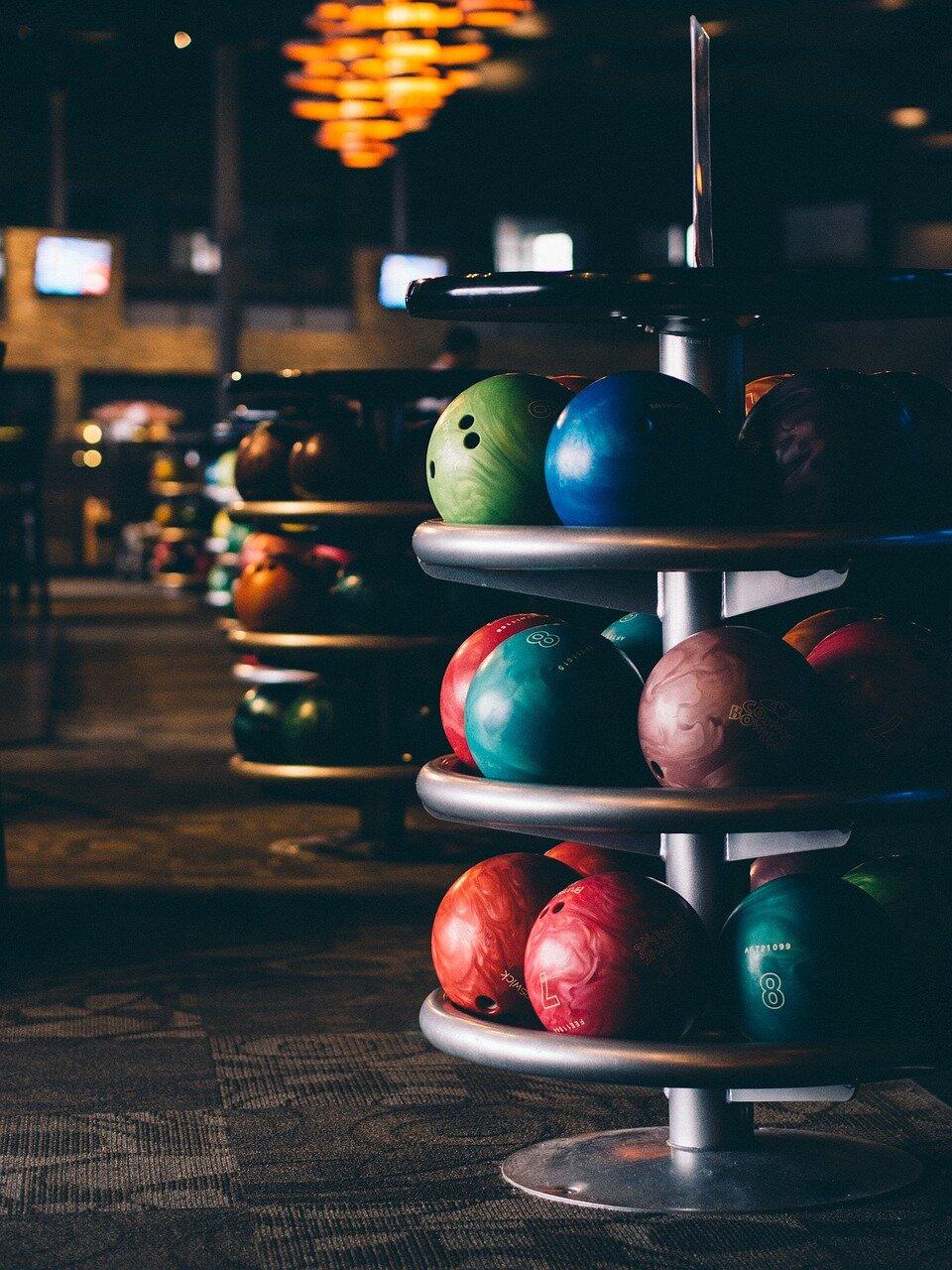 Jak grać w kręgle? Kilka prostych wskazówek, które pozwolą ci zacząć!